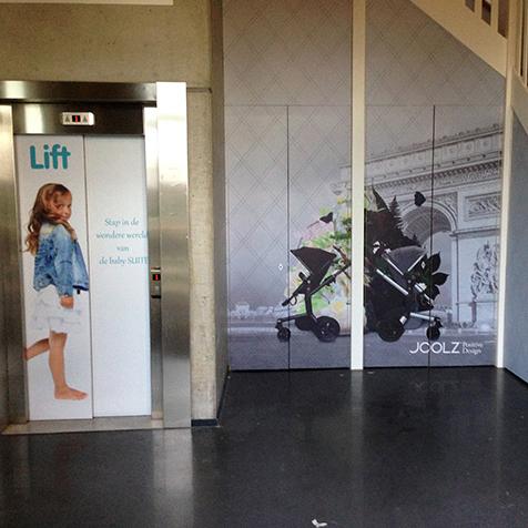 Interieur en lift voorzien van wrap